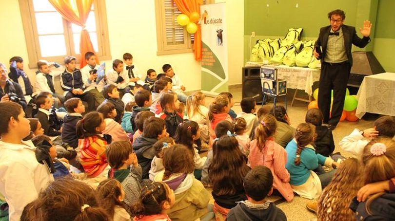 Diario El Telégrafo: Una iniciativa para acortar brechas en la educación